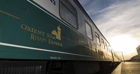 Train Orient Silk Road Express à quai