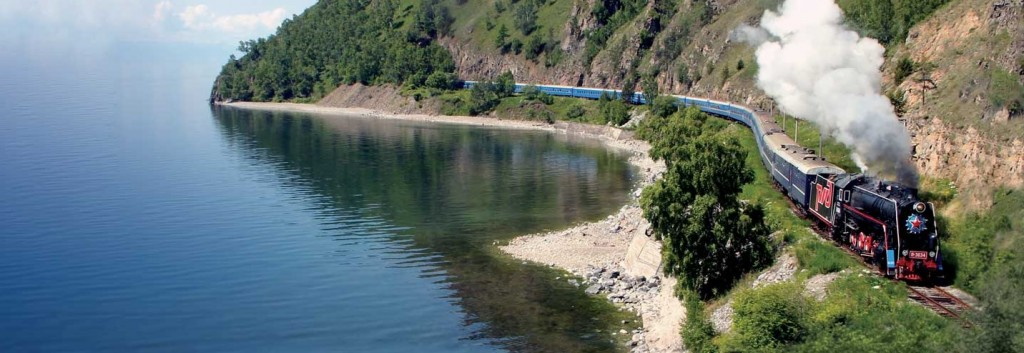 Locomotive le long du Lac Baïkal
