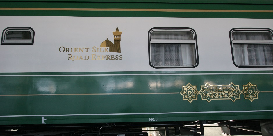 En train spécial « Orient Silk Road Express » à travers l'Ouzbékistan
